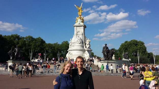 Rachel and me near the Buckingham thing